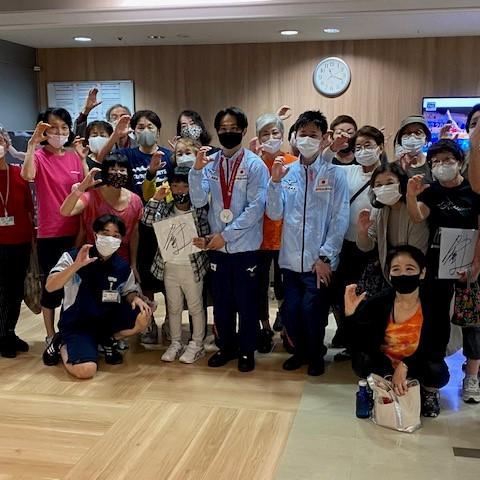 【体操】萱和磨選手が天神店(福岡)を訪問しました!