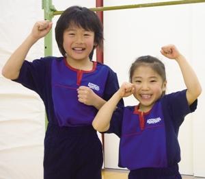 体操子供2人ポーズ_福#3B670 - コピー